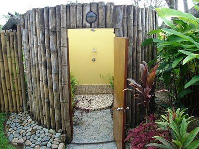 Kerti építmények - Zuhanyzó a kertben